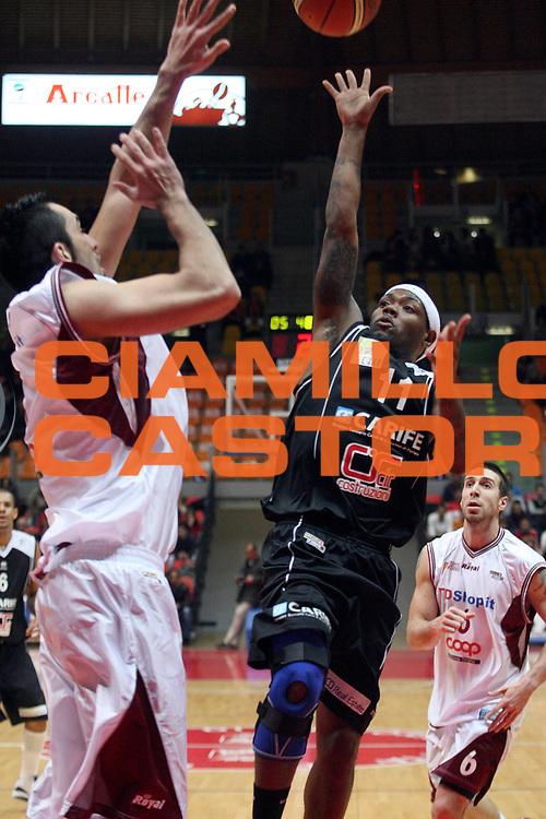DESCRIZIONE : Livorno Lega A2 2007-08 TDShop.it Livorno Carife Ferrara<br /> GIOCATORE : Collins Andre<br /> SQUADRA : Carife Ferrara<br /> EVENTO : Campionato Lega A2 2007-2008<br /> GARA : TDShop.it Livorno Carife Ferrara<br /> DATA : 24/02/2008<br /> CATEGORIA : Tiro<br /> SPORT : Pallacanestro<br /> AUTORE : Agenzia Ciamillo-Castoria/Stefano D'Errico