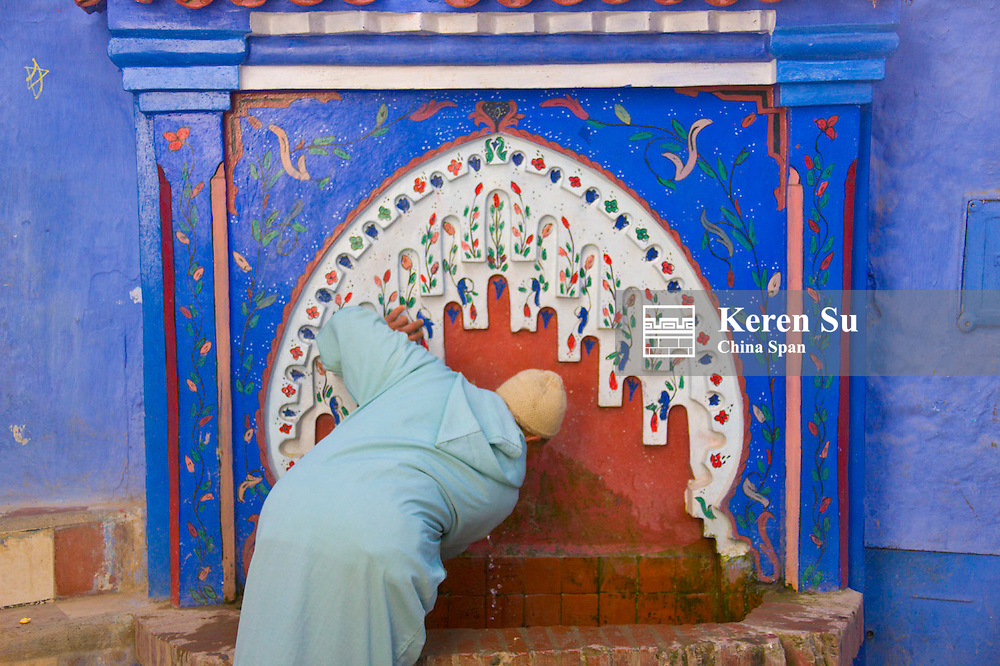 Drink water from the public fountain, Chefchaouen, Morocco