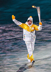 09.02.2018, Olympic Stadium, Pyeongchang, KOR, PyeongChang 2018, Eröffnungsfeier, im Bild Fackelträger mit der olympischen Flamme // Torchbearer with the Olympic Flame during the Opening Ceremony of the Pyeongchang 2018 Winter Olympic Games at the Olympic Stadium in Pyeongchang, South Korea on 2018/02/09. EXPA Pictures © 2018, PhotoCredit: EXPA/ Johann Groder