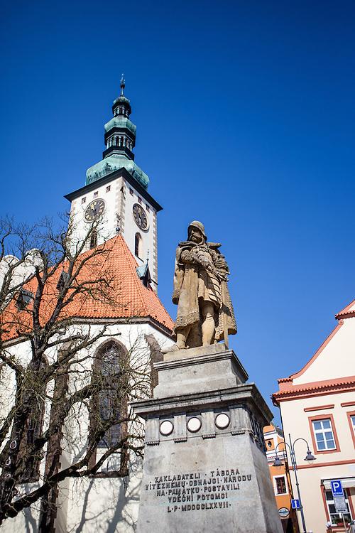 Die s&uuml;db&ouml;hmische Stadt Tabor (deutsch: Tabor) liegt in der S&uuml;db&ouml;hmischen Region der Tschechischen Republik und hat ca. 35.000 Einwohner.<br /> <br /> Tabor wurde als eine Hochburg der Hussitenbewegung bekannt. Im Fr&uuml;hjahr 1420 zogen Anh&auml;nger des tschechischen Reformators Jan Hus nach seinem am 6. Juli 1415 in Konstanz erlittenen Feuertod aus der Stadt Sezimovo Usti auf einen nahegelegenen Berg mit der Burg Kotnov.