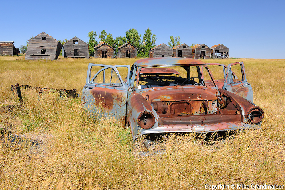 Abandonned car and graneries<br /> Rosetown<br /> Saskatchewan<br /> Canada