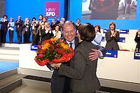 11 FEB 2005, BOCHUM/GERMANY:<br /> Peer Steinbrueck, SPD, Ministerpraesident NRW, wird von seiner Frau Gertrud Steinbrueck, beglückwünscht, nach seiner Wahl zum Spitzenkandidaten der Landtagswahl 2005, Landesdelegiertenkonferenz der SPD Nordrhein-Westfalen, RuhrCongress Bochum<br /> IMAGE: 20050211-02-111<br /> KEYWORDS: Peer Steinbrück, Applaus, Jubel, Blumen, Gertrud Steinbrück