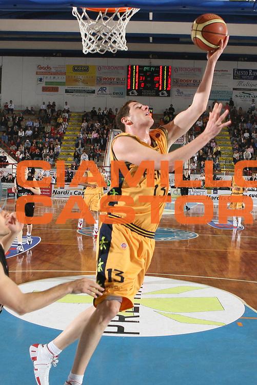 DESCRIZIONE : Porto San Giorgio Lega A1 2006-07 Premiata Montegranaro VidiVici Virtus Bologna <br /> GIOCATORE : Amoroso <br /> SQUADRA : Premiata Montegranaro <br /> EVENTO : Campionato Lega A1 2006-2007 <br /> GARA : Premiata Montegranaro VidiVici Virtus Bologna <br /> DATA : 19/04/2007 <br /> CATEGORIA : Tiro <br /> SPORT : Pallacanestro <br /> AUTORE : Agenzia Ciamillo-Castoria/G.Ciamillo <br /> Galleria : Lega Basket A1 2006-2007 <br />Fotonotizia : Porto San Giorgio Campionato Italiano Lega A1 2006-2007 Premiata Montegranaro VidiVici Virtus Bologna <br />Predefinita :