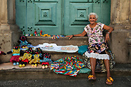 The itinerant sale of souvenirs Bahian is part of the DNA of the Pelourinho