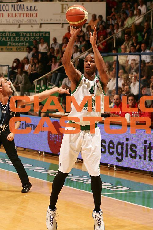 DESCRIZIONE : Siena Lega A1 2006-07 Montepaschi Siena Climamio Fortitudo Bologna <br /> GIOCATORE : Forte <br /> SQUADRA : Montepaschi Siena <br /> EVENTO : Campionato Lega A1 2006-2007 <br /> GARA : Montepaschi Siena Climamio Fortitudo Bologna <br /> DATA : 13/05/2007 <br /> CATEGORIA : Tiro <br /> SPORT : Pallacanestro <br /> AUTORE : Agenzia Ciamillo-Castoria/P.Lazzeroni