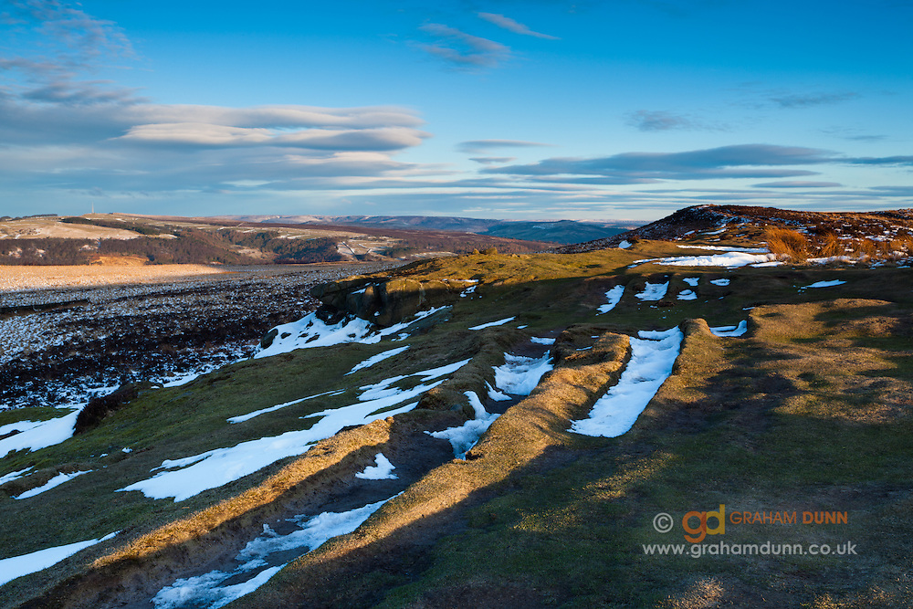 Snow partially covers White Edge, which stands above and to the east of Curbar Edge. Peak District National Park, Derbyshire, England, UK.