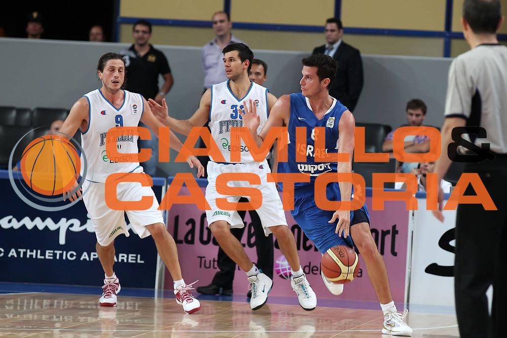 DESCRIZIONE : Bari Qualificazioni Europei 2011 Italia Israele<br /> GIOCATORE : Guy Pnini<br /> SQUADRA : Israele Israel<br /> EVENTO : Qualificazioni Europei 2011<br /> GARA : Italia Israele<br /> DATA : 02/08/2010 <br /> CATEGORIA : palleggio<br /> SPORT : Pallacanestro <br /> AUTORE : Agenzia Ciamillo-Castoria/ElioCastoria<br /> Galleria : Fip Nazionali 2010 <br /> Fotonotizia : Bari Qualificazioni Europei 2011 Italia Israele<br /> Predefinita :