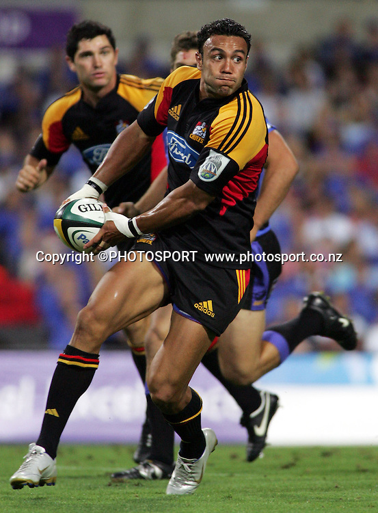 Chiefs wing Sosene Anesi looks to pass during the 2006 Super 14 rugby union match between the Western Force and the Chiefs at Subiaco Oval, Perth, Western Australia, on Friday 24 February, 2006. The Chiefs won the match 26-9. Photo: Christian Sprogoe/PHOTOSPORT<br />