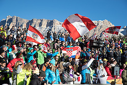 18.12.2016, Grand Risa, La Villa, ITA, FIS Ski Weltcup, Alta Badia, Riesenslalom, Herren, Riesenslalom, Herren, im Bild Fans // Supporterduring the men's Giant Slalom of FIS Ski Alpine World Cup at the at the Grand Risa race Course in La Villa, Italy on 2016/12/18. EXPA Pictures © 2016, PhotoCredit: EXPA/ Johann Groder