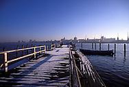 GDR, German Democratic Republic, Rostock, view across the river Warnow to the city.....DDR, Deutsche Demokratische Republik, Rostock, Blick ueber die Warnow auf die Innenstadt...Januar/January 1990......
