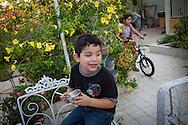 Yuliana Viloria (d) juega en el jardín mientras su hermano, Miguel Alejandro (i) disfruta su merienda. Gracias a FundaHigado, Yuliana recibió un trasplante de higado que le permite disfrutar de la vida. Punto Fijo, Venezuela 26 y 27 Oct. 2012. (Foto/ivan gonzalez)