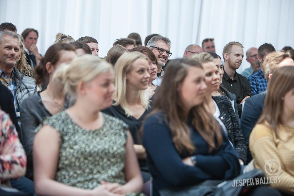 clubVAERKSTED Internet Week Denmark<br /> #Unhype Social Media <br /> foredrag med internet psykolog Anders Colding