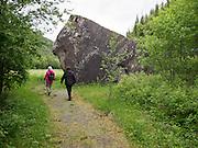 Storsteinen i Selbu lå ved den gamle vegen mellom Selbu og Tydal. Nå er fylkesveg 705 flyttet lengre opp i terrenget. Her var det tradisjonelt sankthansfeiring og andre sommerfester tidlig eller midt på 1900-tallet.