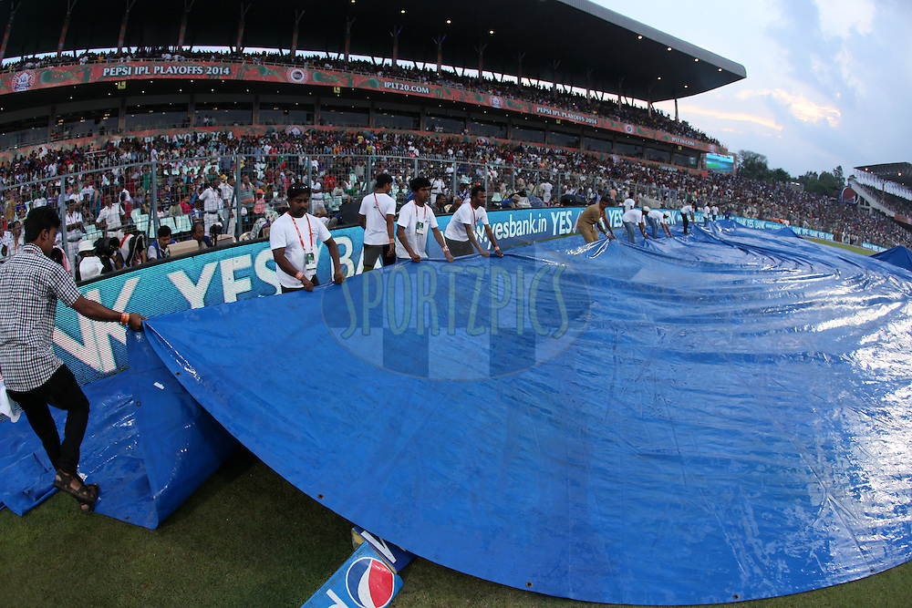 Field cover taken back after a while during the first qualifier match (QF1) of the Pepsi Indian Premier League Season 2014 between the Kings XI Punjab and the Kolkata Knight Riders held at the Eden Gardens Cricket Stadium, Kolkata, India on the 28th May  2014<br /> <br /> Photo by Saikat Das / IPL / SPORTZPICS<br /> <br /> <br /> <br /> Image use subject to terms and conditions which can be found here:  http://sportzpics.photoshelter.com/gallery/Pepsi-IPL-Image-terms-and-conditions/G00004VW1IVJ.gB0/C0000TScjhBM6ikg
