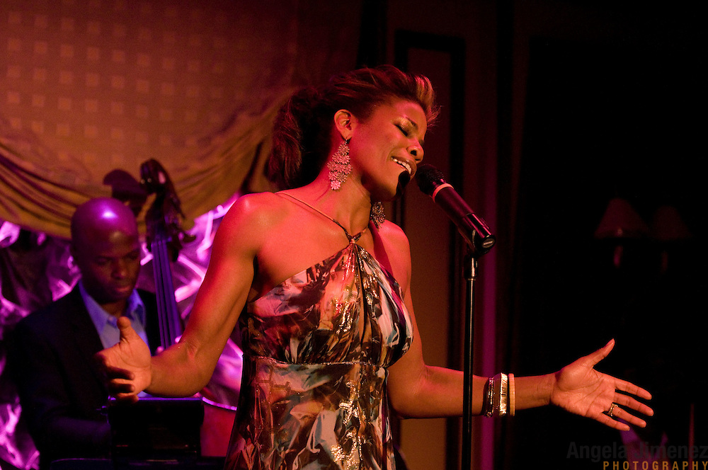 Date: 6/24/11.Desk: CUL.Slug: FEINSTEINS/ARTS.Assign Id: 10113313A..Vocalist Nicole Henry performs at Feinstein's at Loews Regency in New York City on June 24, 2011. ..Performing with her are, from left, bassist Richie Goods and drummer Gregory Hutchinson. ..Photo by Angela Jimenez for The New York Times .photographer contact 917-586-0916