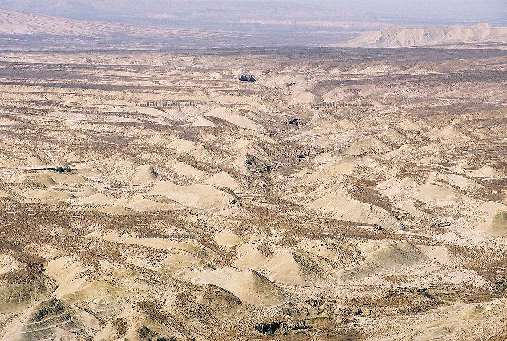 Die trockene und zerfurchte Steppe im Osten des Kaukasusstaates Aserbaidschan. The dry veld of Aserbaijan.