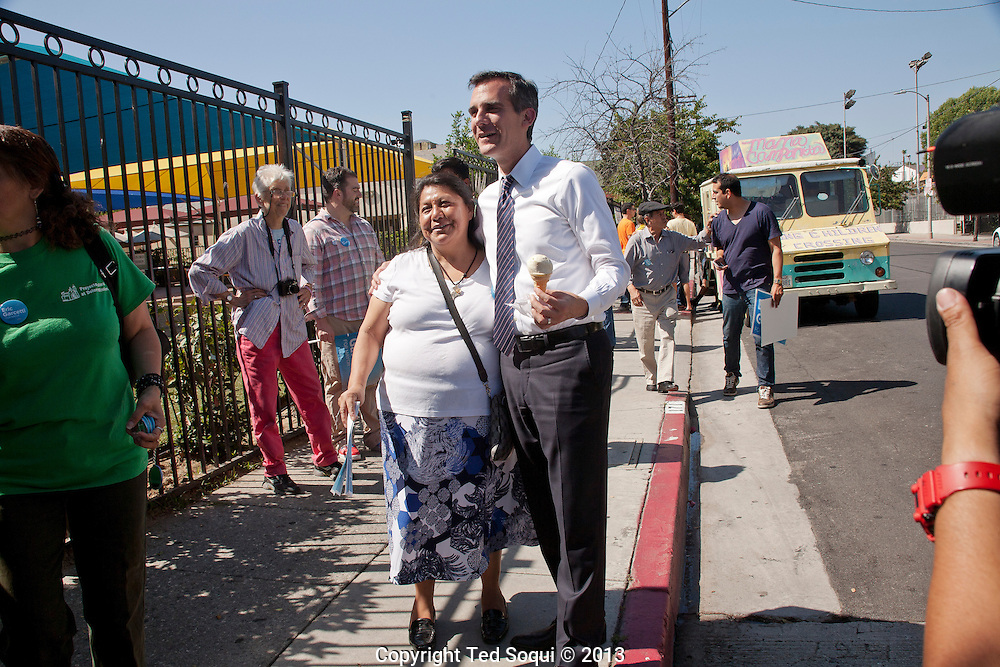 L.A. mayoral candidate Eric Garcetti campaigning in Los Angeles the day before the election.