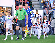 22-08-2009 Voetbal:Willem II:Heracles Almelo:Tilburg<br /> De line ups komen op het veld aan de hand van Maikel Aerts en Leonardo Veloso<br /> Foto: Geert van Erven