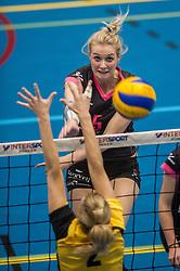 09-04-2016 NED: SV Dynamo - Flamingo's 56, Apeldoorn<br /> Flamingo's doet een goede stap naar het kampioenschap in de Topdivisie. Dynamo wordt met 3-0 verslagen / Lynn Blenckers #5 of Flamingo