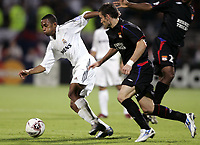 Fotball, 13. september 2005, Campions League, Lyon - Real Madrid 3-0,<br /> ROBINHO (REAL) / ANTHONY REVEILLERE (LYON)<br /> <br /> <br /> NORWAY ONLY