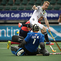 DEN HAAG - Rabobank Hockey World Cup<br /> 29 Germany - Korea<br /> Foto: Christopher Ruhr beat the goalkeeper Myungho Lee and assist on Benedikt Furk scores 2-0<br /> COPYRIGHT FRANK UIJLENBROEK FFU PRESS AGENCY