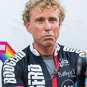 NLD/Almere/20160924 - Start fietstocht BN'ers trappen darmkanker de wereld uit, Micheal Boogerd