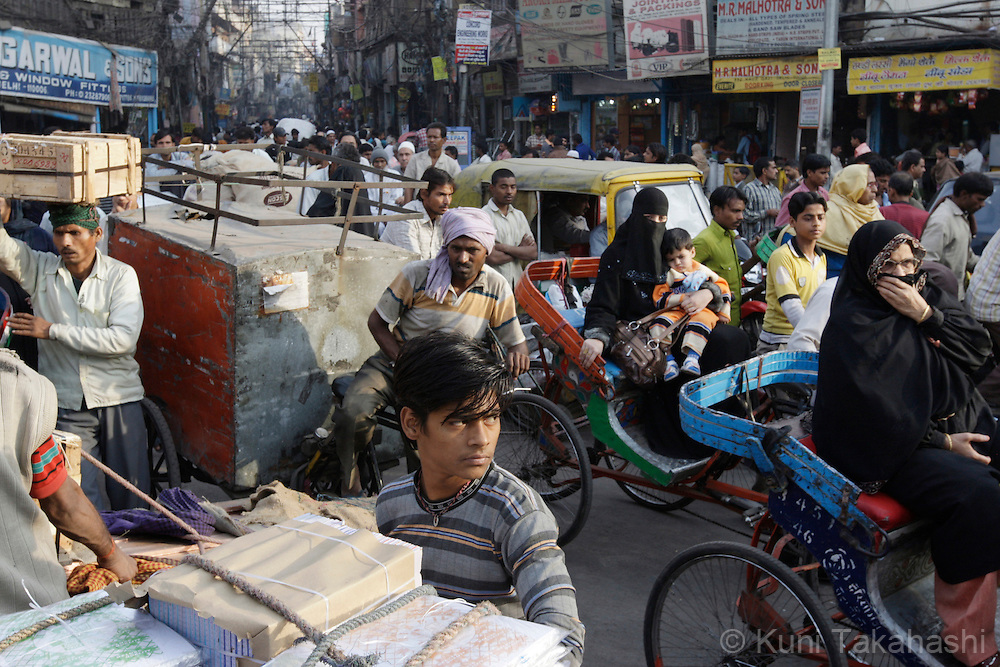 Chaotic street in Delhi, India Dec 6, 2008<br /> (Photo by Kuni Takahashi)