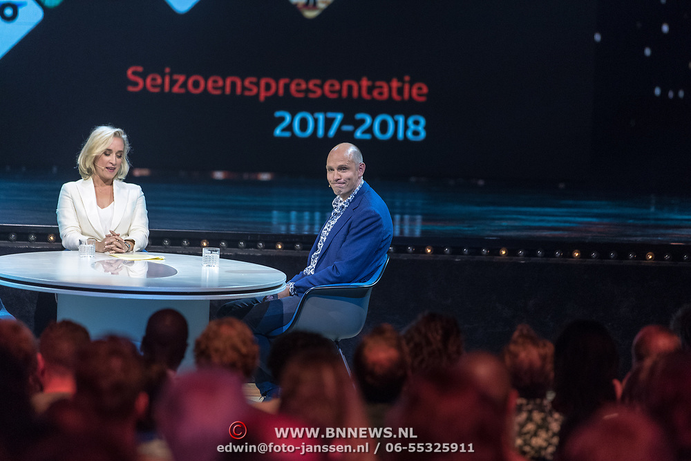 NLD/Hilversum//20170828 - NPO Seizoensopening 2017/2018, Eva Jinek aan tafel met Jelle Brandt Corstius
