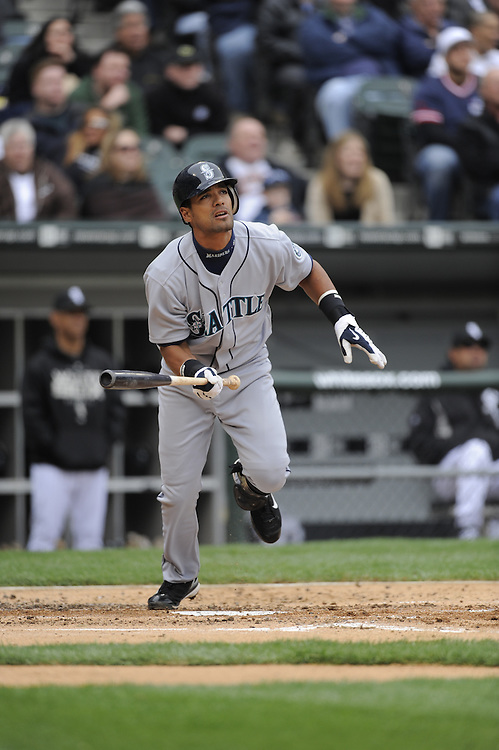 CHICAGO - APRIL 29:  Franklin Gutierrez #21 of the Seattle Mariners bats against the Chicago White Sox on April 29, 2009 at U.S. Cellular Field in Chicago, Illinois.  The White Sox defeated the Mariners 6-3.  (Photo by Ron Vesely)