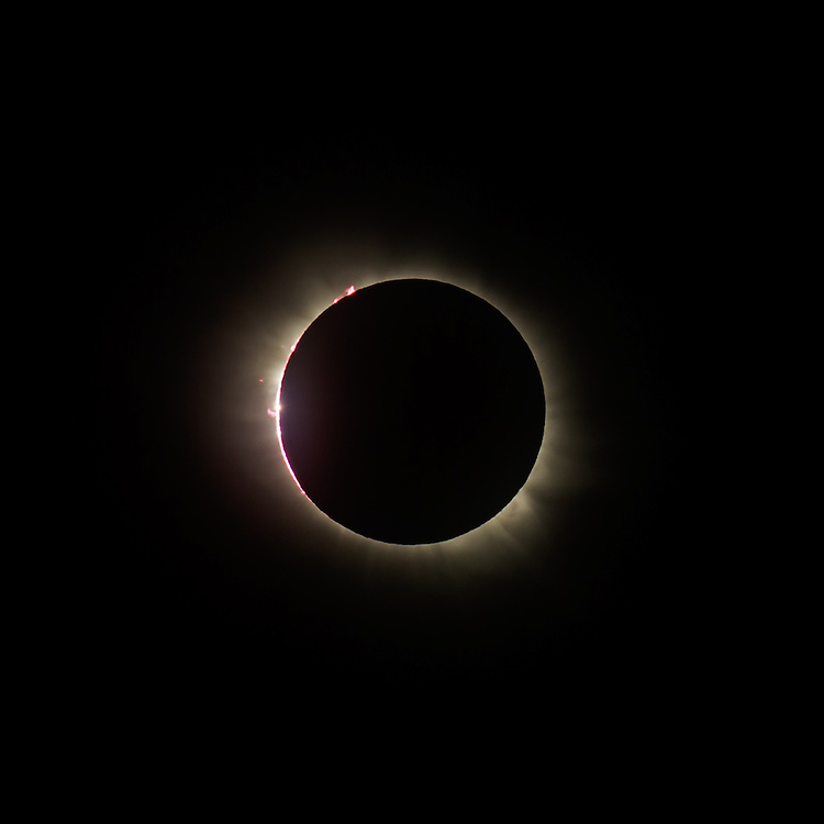 Last second of the diamond ring with the chromosphere still visible, at the start of totality, 20 March 2015, Svalbard, Norway