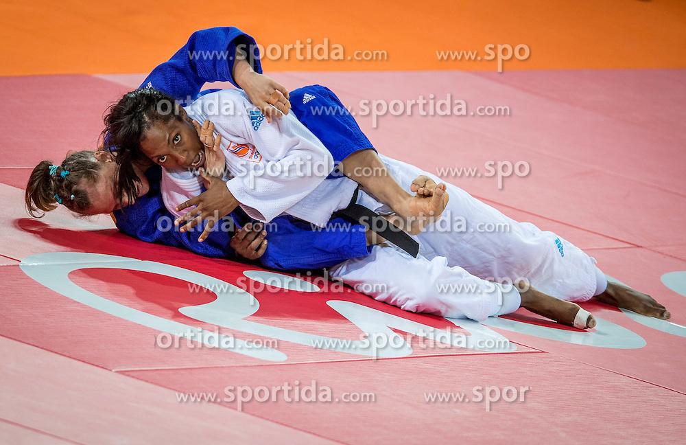 09-08-2016 BRA: Olympic Games day 4, Rio de Janeiro<br /> In de klasse tot -63 kilogram wint Anika van Emden in de tweede ronde van de Engelse Alice Schlesinger.<br /> Photo by Ronald Hoogendoorn / Sportida