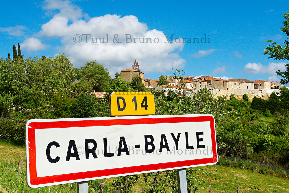 France. Ariege. Village d'artiste de Carla-Bayle. //  France. Ariege. Carla-Bayle village.