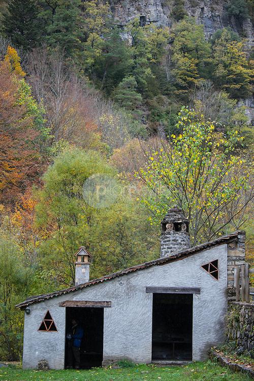 Área recreativa junto al río Veral. Valle de Ansó. Parque Natural de los Valles Occidentales. Pirineos. Huesca ©AntonioReal Hurtado / PILAR REVILLA