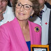 NLD/Utrecht//20170610 - Prinses Margriet slaat eerste Rode Kruis Vijfje , Prinses Margriet met het eerste Rode Kruis Vijfje