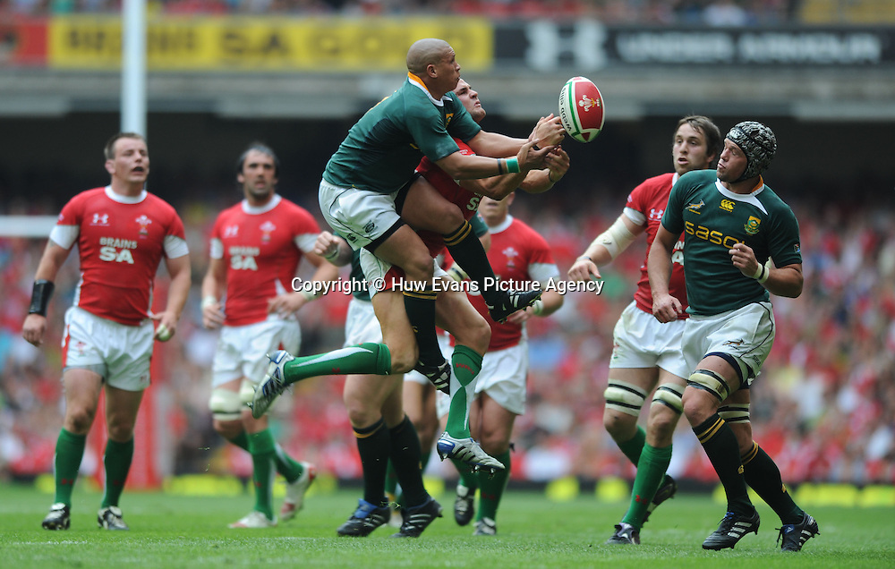 05.06.10 - Wales v South Africa - Principality Building Society Summer Test -<br /> Ricky Januarie of South Africa and Lee Byrne of Wales compete for high ball.<br /> &copy;Huw Evans Picture Agency