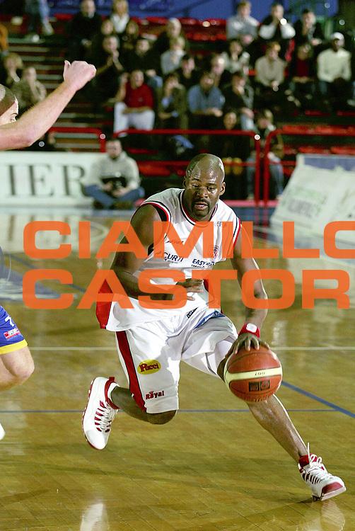 DESCRIZIONE : Montecatini Lega A2 2005-06 Agricola Gloria RB Montecatini Terme Andrea Costa Imola<br /> GIOCATORE : McKie<br /> SQUADRA : Andrea Costa Imola<br /> EVENTO : Campionato Lega A2 2005-2006<br /> GARA : Agricola Gloria RB Montecatini Terme Sicc Cucine Aurora Basket Jesi<br /> DATA : 05/01/2006<br /> CATEGORIA : Penetrazione<br /> SPORT : Pallacanestro<br /> AUTORE : Agenzia Ciamillo-Castoria/Stefano D'Errico