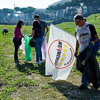 Movimento 5 Stelle pulisce il Circo Massimo