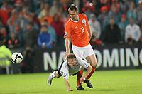 Fotball , 10. juli 2009 , VM-kvalifisering<br /> Nederland - Norge 2-0<br /> <br /> Fredrik Winsnes , Norge og Andre Ooijer , Nederland<br /> Netherlands - Norway<br /> WC-Qual.