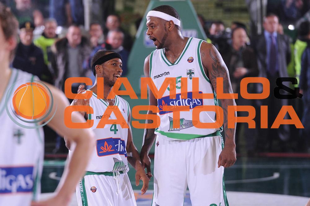DESCRIZIONE : Avellino Campionato Lega A 2011-12 Sidigas Avellino Fabi Shoes Montegranaro<br /> GIOCATORE : Marques Green<br /> CATEGORIA : fair play<br /> SQUADRA : Sidigas Avellino<br /> EVENTO : Campionato Lega A 2011-2012<br /> GARA : Sidigas Avellino Fabi Shoes Montegranaro<br /> DATA : 22/01/2012<br /> SPORT : Pallacanestro<br /> AUTORE : Agenzia Ciamillo-Castoria/GiulioCiamillo<br /> Galleria : Lega Basket A 2011-2012<br /> Fotonotizia : Avellino Campionato Lega A 2011-12 Sidigas Avellino Fabi Shoes Montegranaro<br /> Predefinita :