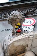 """Roma 5 Giugno 2008.  <br /> L' Associazione ambientalista  """"Terra""""  per protesta contro l'emissione di CO2, ha applicato  su 150 statue di Roma  mascherine antinquinamento e cartelli contro il CO2.La Statua a Piazza San Pantaleo<br /> Rome June 5, 2008.  <br /> L 'Environmental association """"Earth"""" in protest against the emission of CO2, has applied to 150 statues of Rome anti-pollution masks and poster against the CO2."""