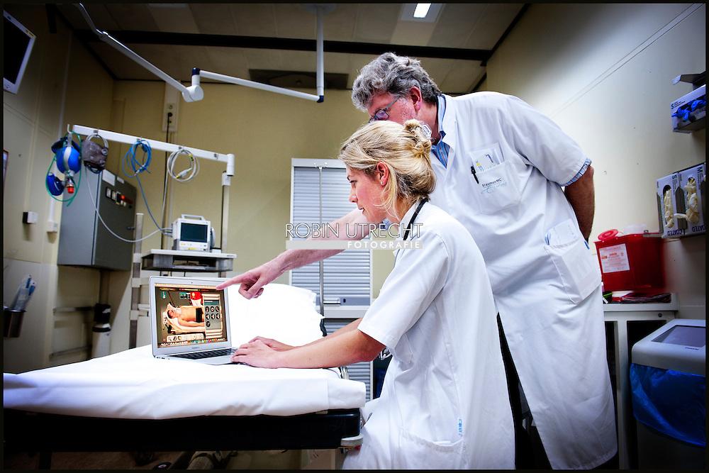ROTTERDAM - Virtuele ER in de Erasmus ziekenhuis in Rotterdam met Stephanie Klein Nagelvoort-Schuit. COPYRIGHT ROBIN UTRECHT FOTOGRAFE