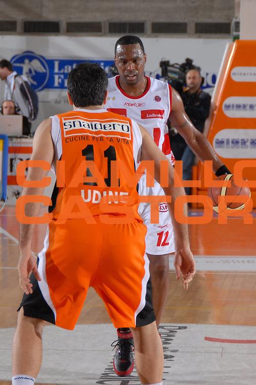 DESCRIZIONE : Udine Lega A1 2007-08 Snaidero Udine Armani Jeans Milano <br /> GIOCATORE : Melvin Booker<br /> SQUADRA : Armani Jeans Milano <br /> EVENTO : Campionato Lega A1 2007-2008 <br /> GARA : Snaidero Udine Armani Jeans Milano <br /> DATA : 25/11/2007 <br /> CATEGORIA : Palleggio<br /> SPORT : Pallacanestro <br /> AUTORE : Agenzia Ciamillo-Castoria/M.Gregolin