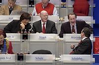 17 NOV 2003, BOCHUM/GERMANY:<br /> Ulla Schmidt, SPD, Bundesgesundheitsministerin, Peter Struck, SPD, Bundesverteidigungsminister, Franz Muentefering, SPD Generalsekretaer, und Gerhard Schroeder, SPD, Bundeskanzler, (v.L.n.R.), im Gespraech, SPD Bundesparteitag, Ruhr-Congress-Zentrum<br /> IMAGE: 20031117-01-050<br /> KEYWORDS: Parteitag, party congress, SPD-Bundesparteitag, Gespraech, lacht, lachen, amuesiert, amüsiert, Franz Müntefering