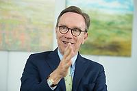 19 JUL 2016, BERLIN/GERMANY:<br /> Matthias Wissmann, Praesident Verband der Automobilindustrie, VDA, waehrend einem Interview, Geschaeftsräume des VDA<br /> IMAGE: 20160719-01-046