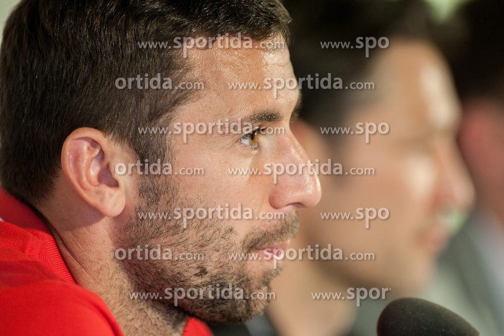 24.05.2014, Freilichtmuseum, Bad Tatzmannsdorf, AUT, FIFA WM, Vorbereitung Kroatien, Pressekonferenz, im Bild Darijo Srna, Head Coach Nico Kovac // during the Trainingscamp of Team Croatia for Preparation of the FIFA Worldcup Brasil2014 at the Freilichtmuseum in Bad Tatzmannsdorf, Austria on 2014/05/24. EXPA Pictures © 2014, PhotoCredit: EXPA/ Sascha Trimmel