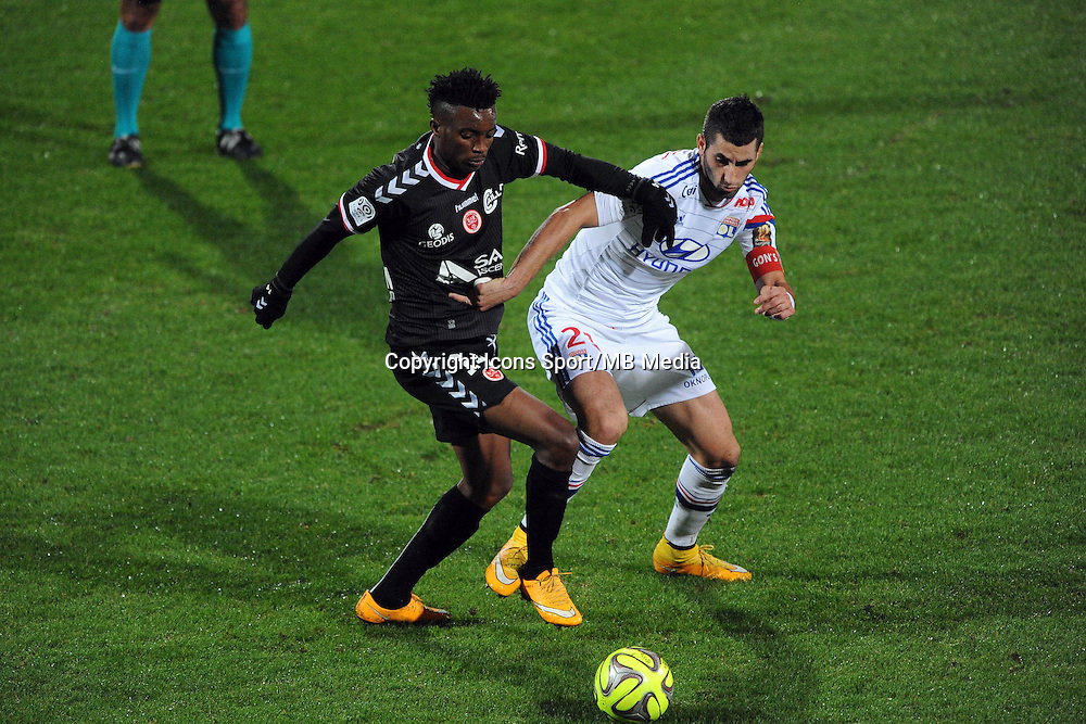 Benjamin MOUKANDJO / Maxime GONALONS  - 04.12.2014 - Lyon / Reims - 16eme journee de Ligue 1  <br />Photo : Jean Paul Thomas / Icon Sport