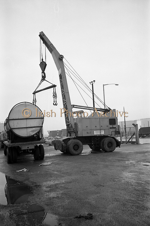 10/10/1966<br /> 10/10/1966<br /> 10 October 1966<br /> Scene of fatal accident at Roche shipping, Alexandra Road, North Wall, Dublin. View of mobile crane and truck.