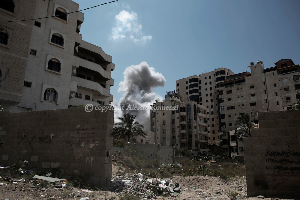 Gaza Strip, Gaza City:  Smoke rises after the impact of an Israeli airstrike Ansar neighbourhood in Gaza City, on August 9, 2012. ALESSIO ROMENZI