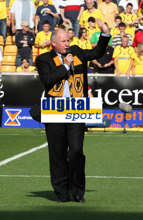 Photo: Paul Greenwood. <br />Wolverhampton Wanderers v Watford. Coca Cola Championship. 11/08/2007. <br />New Wolves owner Steve Morgan chats to the fans before kick off.
