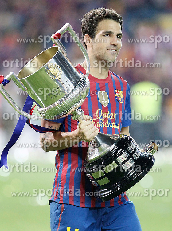 25.05.2012, Vicente Calderon Stadion, Madrid, ESP, Kings Cup Finale, FC Barcelona vs Athletic Bilbao, im Bild Barcelona's Cesc Fabregas celebrates with trophy // during the Spanish Kings Cup final match between Fc Barcelona and Athletic Bilbao at the Vicente Calderon Stadium, Madrid, Spain on 2012/05/25. EXPA Pictures © 2012, PhotoCredit: EXPA/ Alterphotos/ Alvaro Hernandez..***** ATTENTION - OUT OF ESP and SUI *****